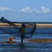 pescador-na-ilha-de-boipeba