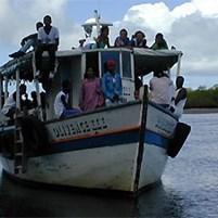 lancha-convencional-na-ilha-de-boipeba