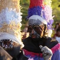 mascarados-no-carnaval-de-boipeba